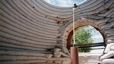 Superadobe (sandbag and barbed wire) technology – Cal Earth