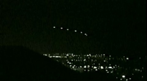 """Something Hovering In The Sky Had Millions Staring In Awe: """"The Phoenix Lights"""" – What Were They?"""
