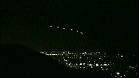 "Something Hovering In The Sky Had Millions Staring In Awe: ""The Phoenix Lights"" – What Were They?"