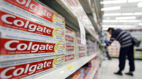 Triclosan Found In Colgate Total Toothpaste Linked To Cancer & They're Still Putting It In There