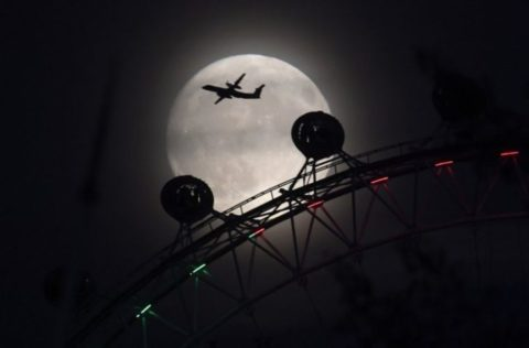 15 Breathtaking Images Of The November Supermoon From Around the World