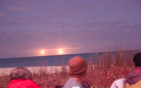 Incredible Footage: Twin Ufos Witnessed & Recorded By Dozens In Vero Beach, Fl (Video)